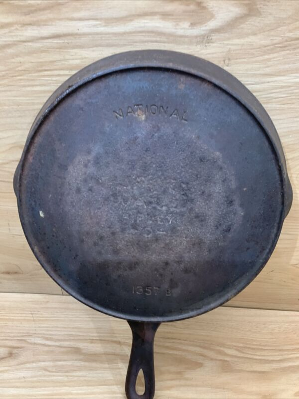 Vintage National Wagner Ware Sidney -0-, Cast Iron Skillet #7 w/Heat Ring, 1357B