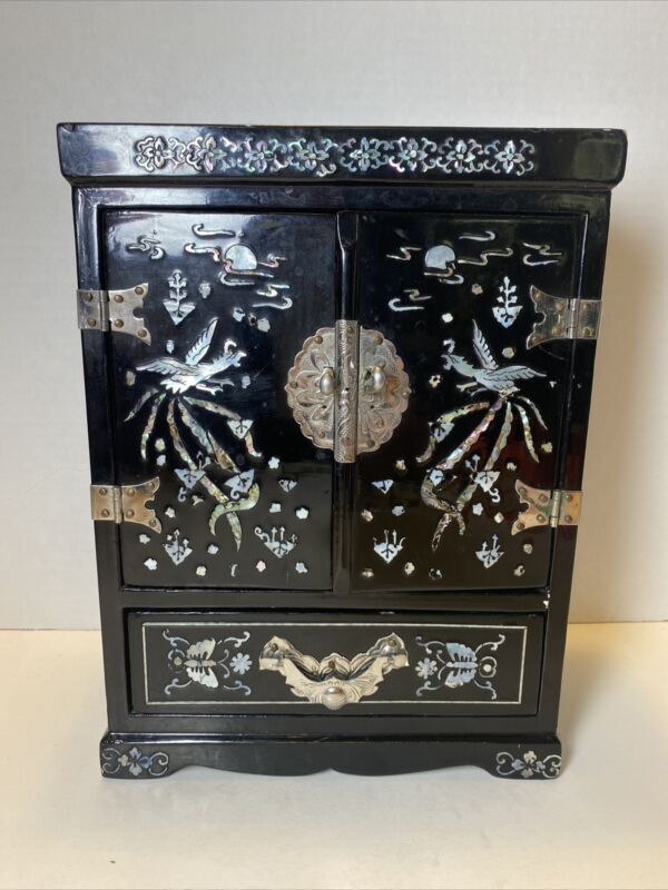 Vintage Asian Korean Black Lacquer & Mother of Pearl Jewelry Box