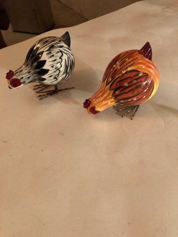 2007 RANGER INT'L CORP  CERAMIC BOBBLE BODY PAIR OF CHICKENS