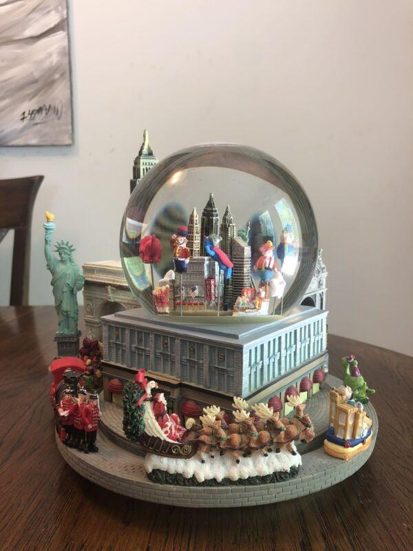 Macy's Day Parade Deluxe Snow Globe