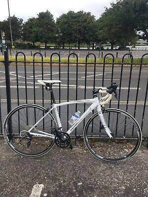raleigh revenio c2 Great condition, listed as used but has only done 1000 miles