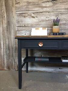 Bureau ou console avec bois de grange en chevrons