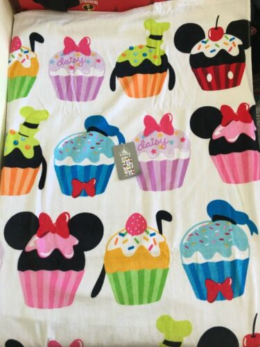 NWT Disney Store Mickey Minnie Mouse and Friends Cupcake Beach Towel Pool