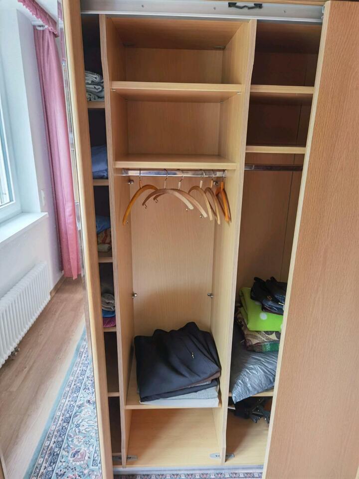 Hochwertiger Schiebetüren Kleider Schrank mit Schubladen in Neubrandenburg