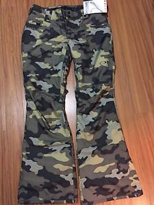 Oakley snowboarding pants small for sell!