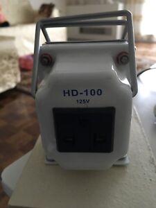 220/240V - 110/120V Voltage Converter (500 Watts)