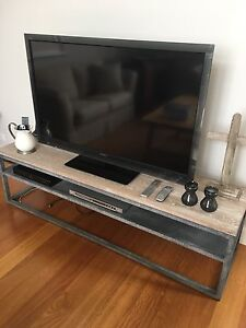 Freedom Entertainment Unit Seaforth Manly Area Preview