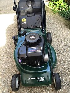 VICTA 4 STROKE LAWN MOWER BRIGGS STRATTON MOTOR EXCELLENT CONDITION Hollywell Gold Coast North Preview