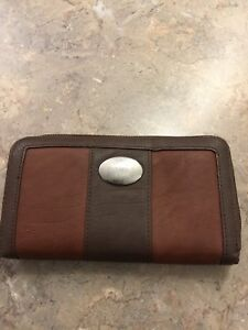 Roots wallet. Good condition.