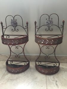 Beautiful Metal Wall Hanging Baskets/Jolie paniers suspendus