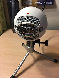 Blue Snowball Microphone and pop filter