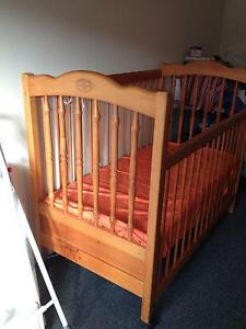 Baby cot or bed Morningside Brisbane South East Preview