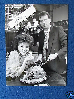 "Original Press Photo - 8""x6"" - Eastenders - Den & Angie Watts - 1986"