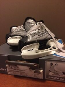 Bauer 22 Youth Skates Size 10 & 11  Width R