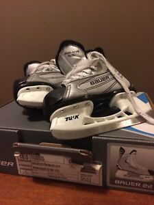 Bauer 22 Youth Skates Size 10