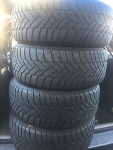 4-255/55R18 Dunlop run flat winter tires