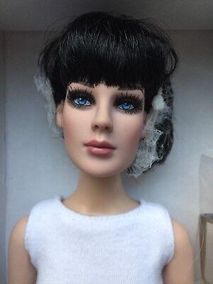 "Tonner Tyler Antoinette 16"" Precarious BRIGHT WHITE BASIC Fashion Doll NRFB LE"