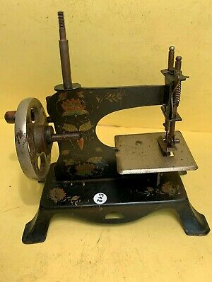 ancienne petite machine à coudre (jouet ancien) - lot 512