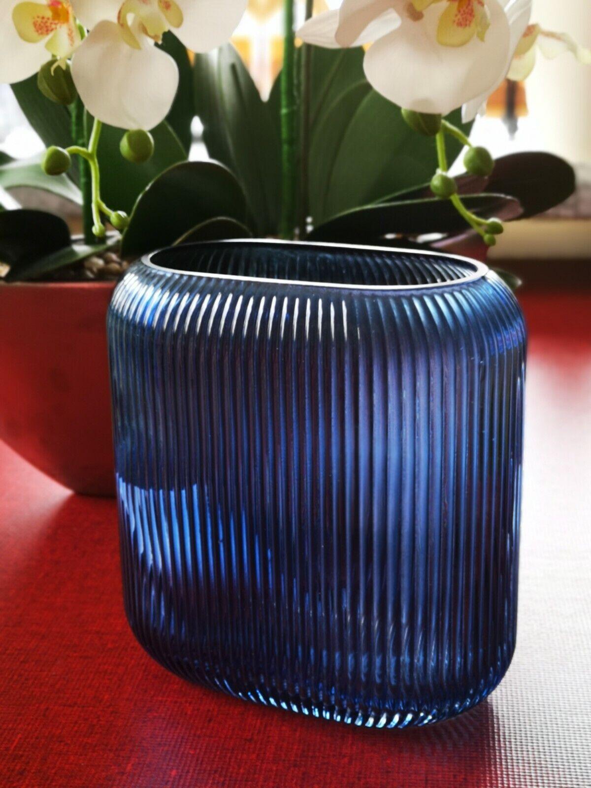 Vase, Glasvase, Rillenvase in ovaler Form mit blauem Farbglas, 17 x 17 x 7 cm