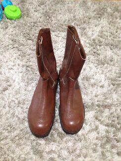 Steel capped boots size 9.5