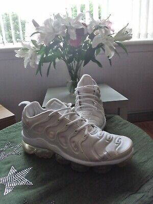 NIKE AIR VAPORMAX PLUS TRIPLE WHITE MENS TRAINERS SIZE 8 100% authentic