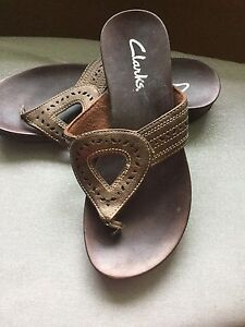 Clarks Sandals in Bronze - Size 7