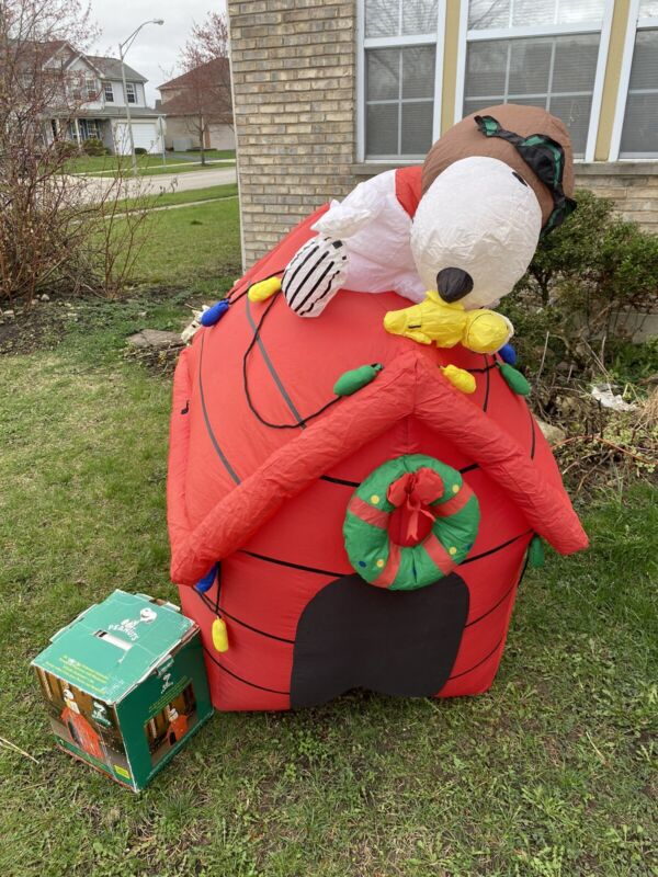 Gemmy Airblown Lighted Inflatable Peanuts Snoopy Red Baron Doghouse 6ft Read