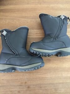 Lands end toddler boots size 9