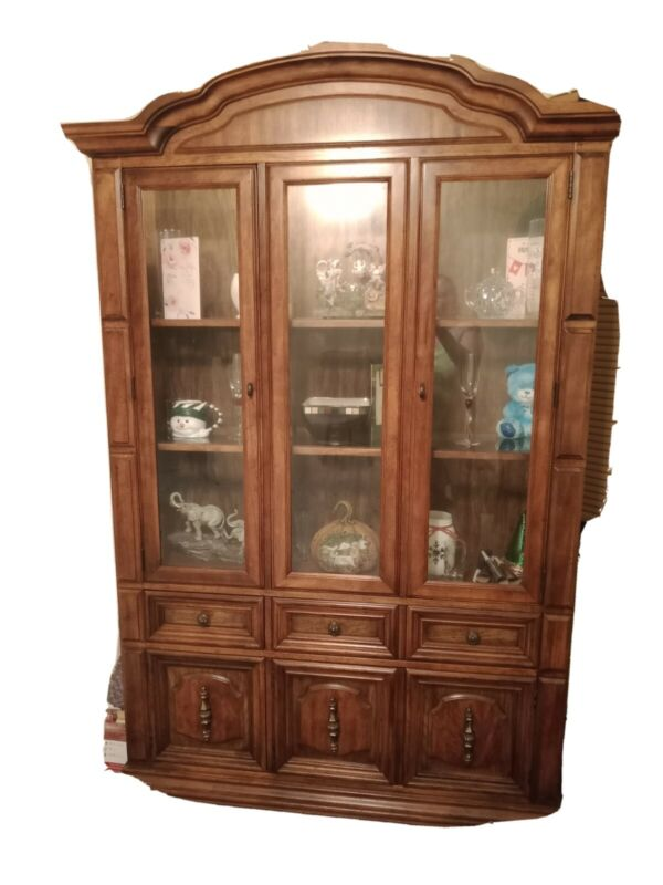 China cabinet hutch used