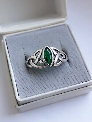 Vintage Celtic Sterling Silver & Emerald Green Stone Ring  Sz R 1/2.(2.79g)