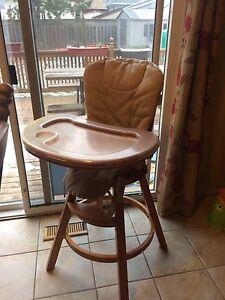 Graco solid wood high chair Kitchener / Waterloo Kitchener Area image 3