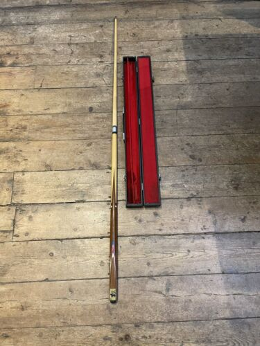 Winmau 2 piece pool /snooker cue with wooden case