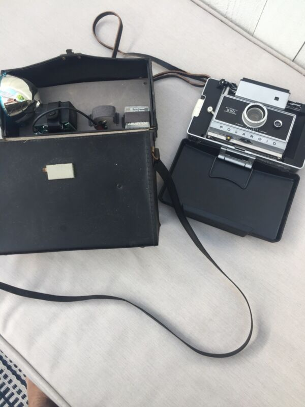 Vintage POLAROID AUTOMATIC 250 LAND CAMERA with Case And Accessories