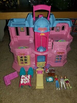 Sweet Streets Loving Family Fisher Price Pink   Hotel 2001 w/ accessories