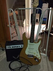 Electric guitar and amp set