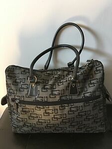 Authentic GUESS travel, gym, diaper bag Excellent con $50