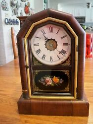 Antique,New Haven,30 hr/8 day, wooden mantel clock w/key15t