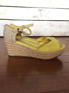 Adorable Toms Platform Sandals 6