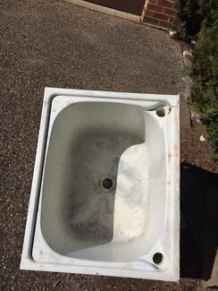 Free laundry tub Elderslie Camden Area Preview