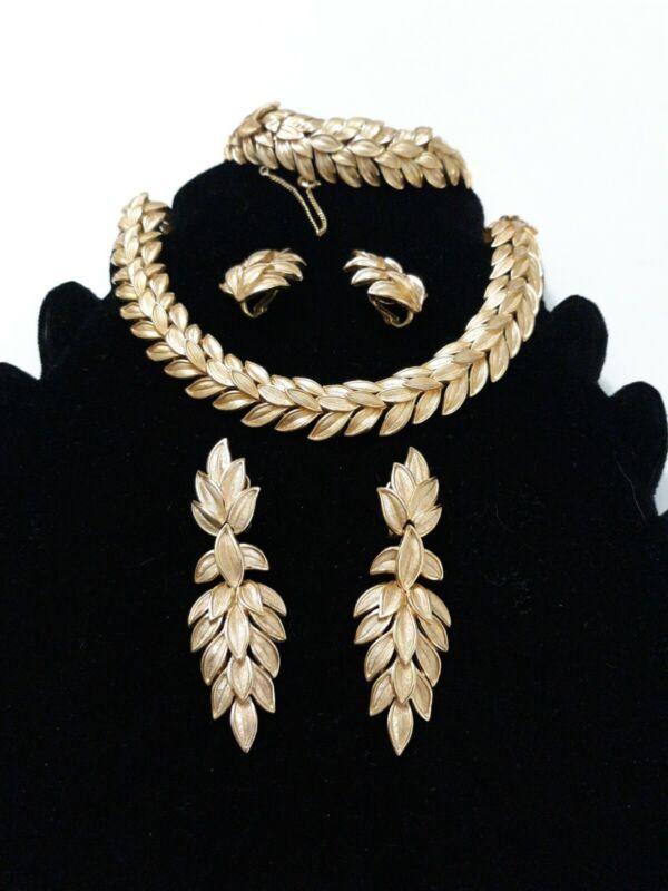 SIGNED CROWN TRIFARI GOLD PLATE LEAVES LEAF PARURE NECKLACE EARRINGS BRACELET