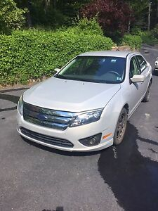 2010 Ford Fusion (LOW KM's)