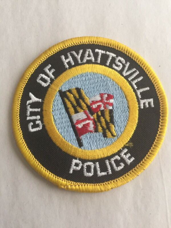 VINTAGE HYATTSVILLE, MARYLAND POLICE PATCH (PLASTIC BACK) NICE!!!