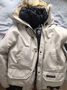 Canada Goose Bomber jacket for sale! READ DESCRIPTION GREAT DEAL