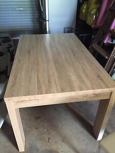 Dining table Queanbeyan Queanbeyan Area Preview