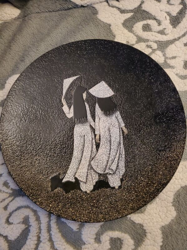"""VINTAGE VIETNAMESE LACQUER CRUSHED EGGSHELL """"ASIAN GIRLS"""" PAINTING PLATE"""