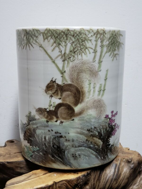 Fine Chinese  Famille  Rose  Porcelain  Pen Holder(Realistic Squirrel)