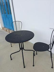 Table and chairs Glossodia Hawkesbury Area Preview