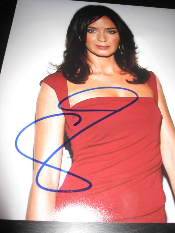 EMILY BLUNT SIGNED AUTOGRAPH 8x10 PHOTO SEXY BABE IN PERSON COA RARE SIG A