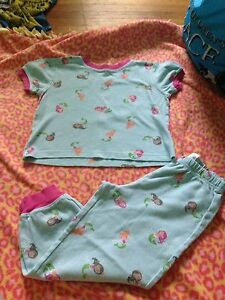 Girls size 5 pjs/clothes