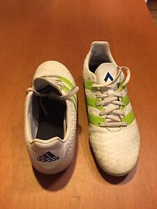 Soccer boots size 4 Blind Bight Casey Area Preview